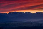 Czerwony zachód słońca z widokiem na Tatry